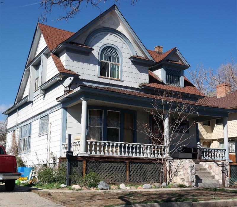 825 N. Lake Street